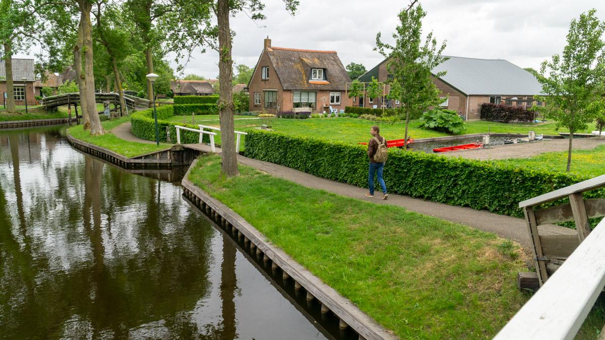 Giethoorn mała Wenecja Holandii, krajobraz kozi róg